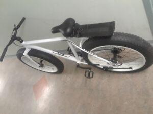 Pearl white fatbike, Brand new