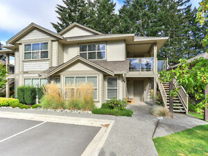 Town Home in Desirable Amblewood