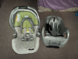 GracoClickConnect Car Seat ($40)Base($20) - free delivery