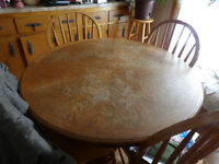 Oak pedistal table goes from round to oval with leave in