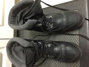 Women's Cougars Size 9 Winter Boots