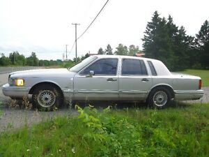 1992 Lincoln Town Car Executive Sedan