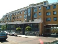 One Bed Flat Apartment Bow Stratford Large Double Bed with Private Roof Terrace - Private Let