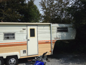 Roulotte fifth wheel Prowler 1979