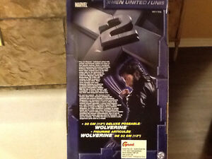 """2003 POSEABLE 13"""" WOLVERINE STILL IN BOX London Ontario image 3"""