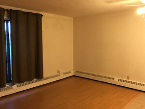 HUGE 1 BED SUITE IN BANKVIEW, SW - AVAILABLE IMMEDIATELY!