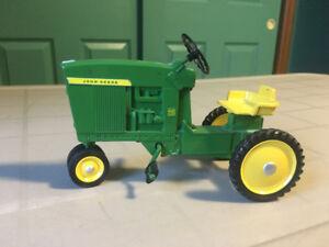 Rare Vintage John Deere 1/16 Tractor 1061SR DTC-6501