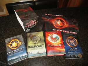 Divergent series (4 books & poster) by Veronica Roth
