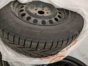 Winter Tires Set 225/65R17 with Rims for Sale