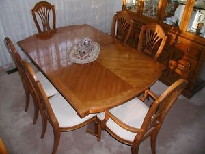 THOMASVILLE (Serenade) 11pc walnut dining room suite.