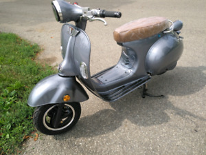 VESPA Electric 72Volts SCOOTER  color Silver