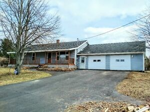 NEW PRICE! Bungalow with huge garage for sale outside Sussex, NB