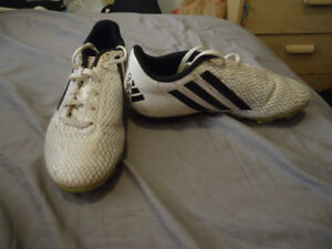 BOYS ADIDAS CLEATS SIZE 3