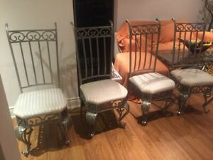 4 DINNING ROOM TABLE CHAIRS