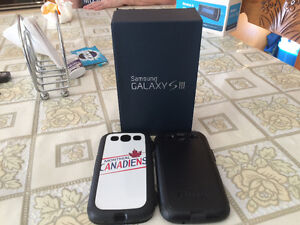 Samsung Galaxy S III and 2 cases
