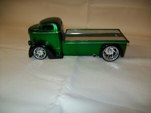 1947 Ford COE Flatbed. 1:24 Scale die-cast collectible model car