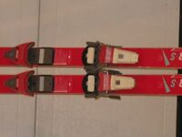 kniesil downhill skis
