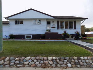 Renovated bungalow 5 min. drive to 15 Wing Moose Jaw