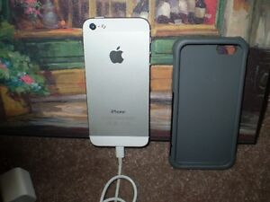 APPLE iPHONE 5 CELL SMARTPHONE 16 Gb. ( WHITE )