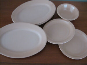 MELMAC DISHES AND PLASTIC CUTLERY FOR CAMPING