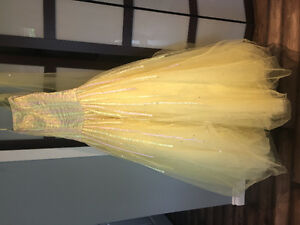 Pastel yellow prom / grad dress