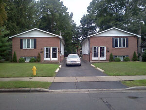 Large 3 bedroom lower level duplex with dining room