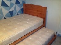 Single bed Trundle, with mattresses