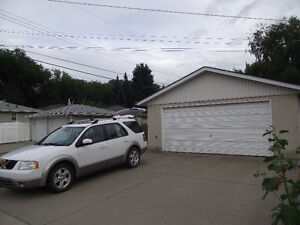 Double Garage for Rent in Forest Heights
