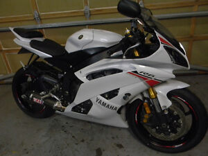 2015 MINT CONDITION YAMAHA R6 ONLY 3190 KMS $9400 FIRM