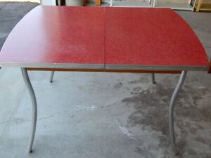 1950's RETRO SOLID KITCHEN TABLE WITH ONE EXTENSION.
