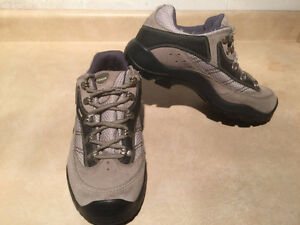 Women's Kamik Hiking Shoes Size 11 London Ontario image 7
