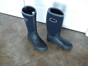Shoes and rain boots men size 8 London Ontario image 7