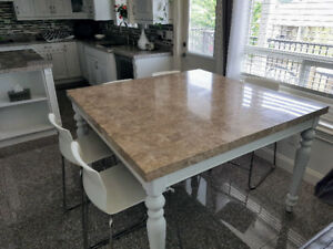 Dining Table + Chairs for Sale - $540 (Surrey)