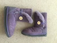 """Woman's """"Bailey Button"""" Purple Ugg boots. Size 4-5"""