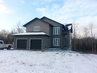 CHARMING AND SPACIOUS 2-STOREY HOME!