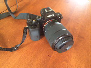 Sony Alpha 7 Full-Frame Sensor 24.3MP with Lens