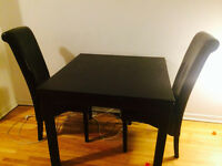 Extendable table with 2 chairs
