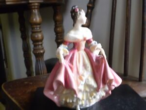 "Royal Doulton Figurine - "" Southern Belle "" HN 2229 Kitchener / Waterloo Kitchener Area image 2"
