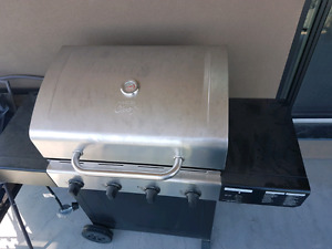 Master Chef BBQ barely used (4 Burners)