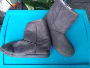 Womens boots size M