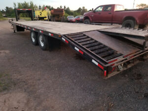 Featherlite goose neck 32 ft trailer with ramps