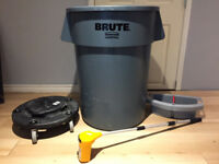 Garbage bin and accessories for cleaning janitorial services !