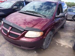 Parts out, plusieurs pièces de Dodge Caravan 2001