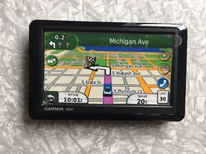 GPS with lifetime map and traffic updates