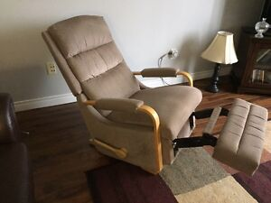 Lazy boy recliner/rocker in excellent condition (lazyboy)