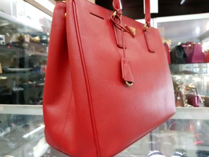 3f4bddb0d772 GOOD CONDITION - Prada Saffiano Red Handbag - Authentic