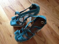 Chaussures a talons / Sandales