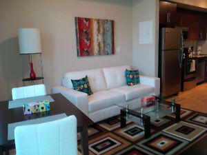 June:Furnished Downtown 1 Bedroom + Den next to Union & Harbou