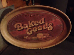 Vintage 1979 tin tray in great condition