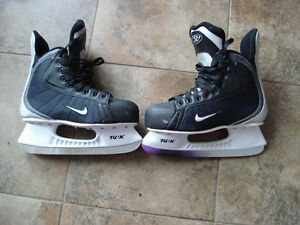 Nike Quest 2 ice hockey skates